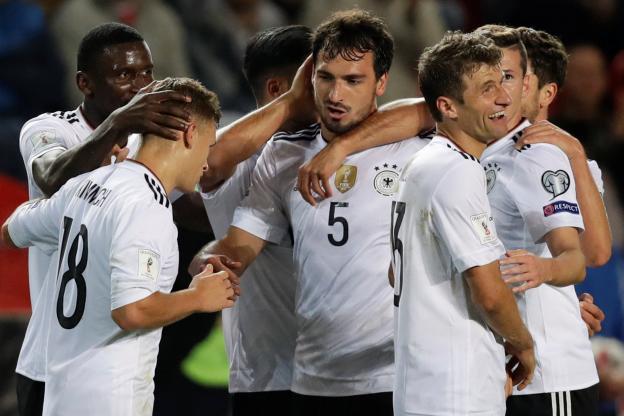 Mondial 2018: l'Allemagne et l'Angleterre poussives, la Pologne coule