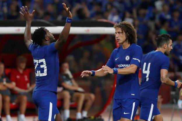 Chelsea surclasse Arsenal et Liverpool domine Leicester — Amicaux
