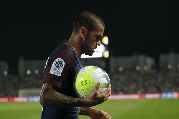 Transferts : Alves demande à Neymar d'être