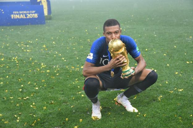 Coupe du Monde 2018 : Mbappé reçoit le trophée du meilleur jeune